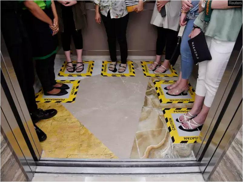 Social-distancing-inside-an-elevator
